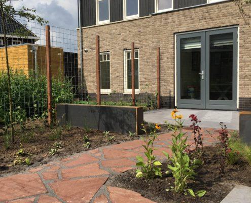wilde tuin, kleurrijke tuin, flagstones, schaffelaar hoveniers